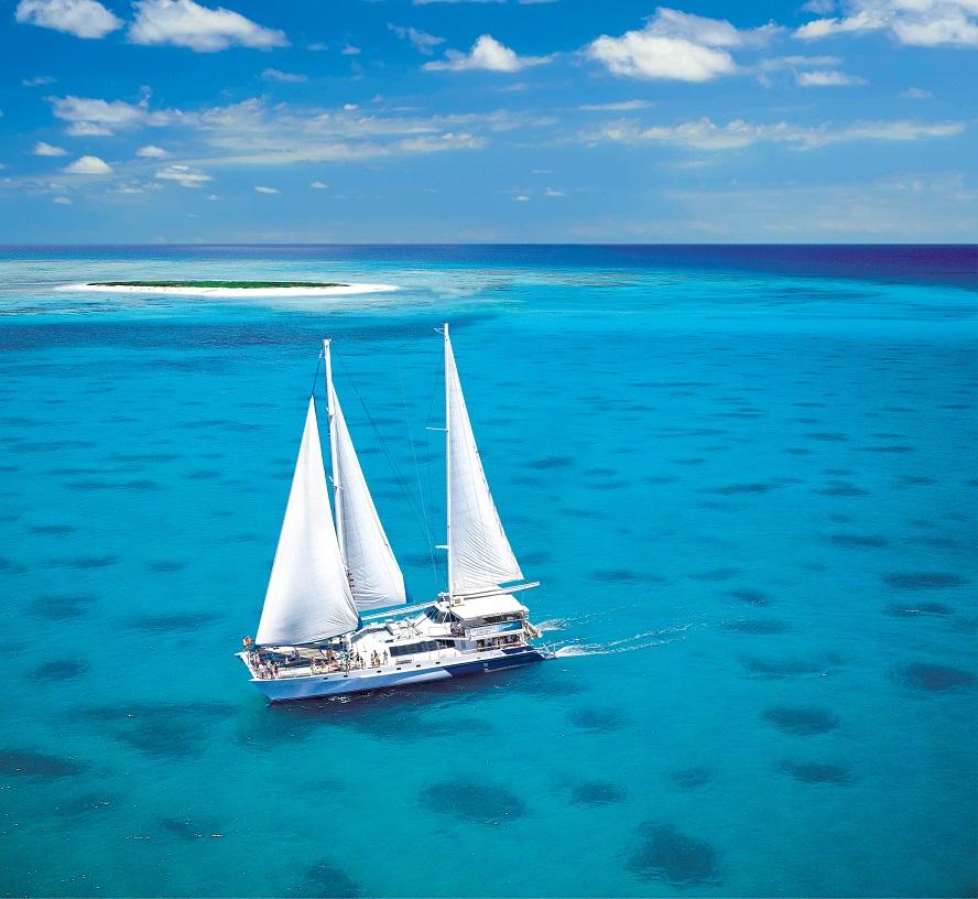 Sailing around Michaelmas Cay with Ocean Spirit Cruises.